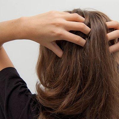 Псориаз кожи волосистой части головы: осенне-зимний тип